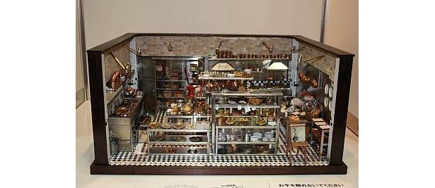 ユニーク賞・河合行雄さん「イタリア郊外のレストラン」(厨房を本物と同じ素材で作ったドールハウス)