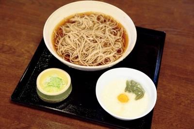 高尾山 高橋家の「冷しとろろそば」(900円)