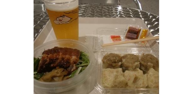 こちらが「開国セット」¥1500。肌寒くっても生ビール♪