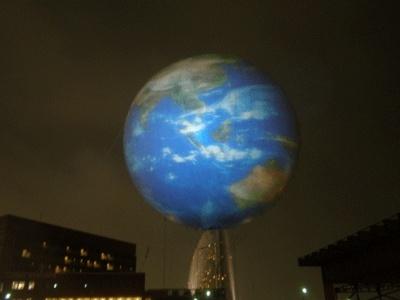 パンパシの上に地球が乗っかっています