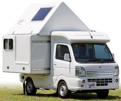 変形することで車室容積が2.4倍拡大するコイズミの「かるキャン・ロフト」(本体価格は228万円~)