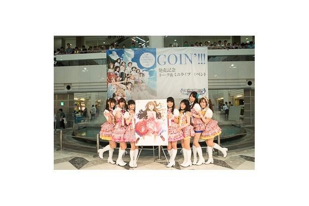 「GOIN'!!!」CD発売イベントに登場したキャストの7名。写真左から、山本希望、高森奈津美、大空直美、大橋彩香、黒沢ともよ、青木瑠璃子、松嵜麗