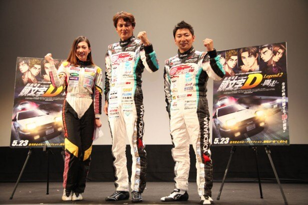 左から塚本奈々美選手、谷口信輝選手、片岡龍也選手。ドライバージャケット姿で登場し、トークを盛り上げた