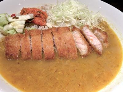 カレー好きな松尾貴史がオープンした「般゜若(パンニャ)」の「カツカレー」(1500円)は限定5食