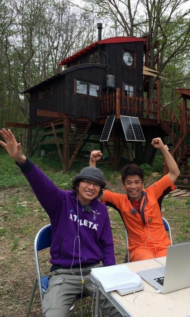 「不便な便利屋」で副音声を務める(左から)鈴井貴之監督、福島カツシゲ氏