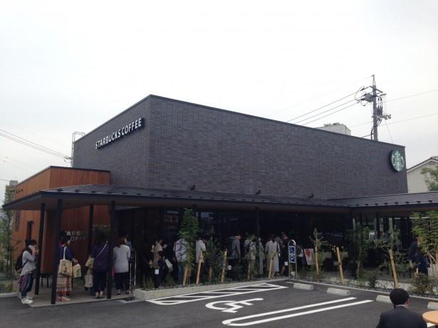 スターバックス コーヒー シャミネ鳥取店は、JR鳥取店の南側、歩いてすぐの距離にある