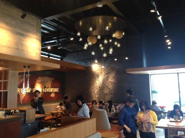 スターバックス コーヒー シャミネ鳥取店の店内はモダンな雰囲気