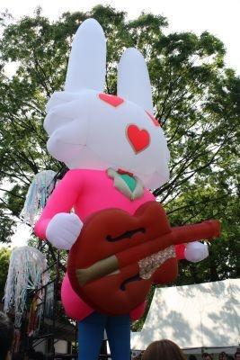 清志郎さんがデザインしたウサギのバルーンも登場