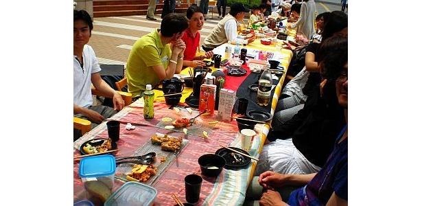 柏の葉キャンパス駅周辺では、ピクニックフードなどを多数販売した