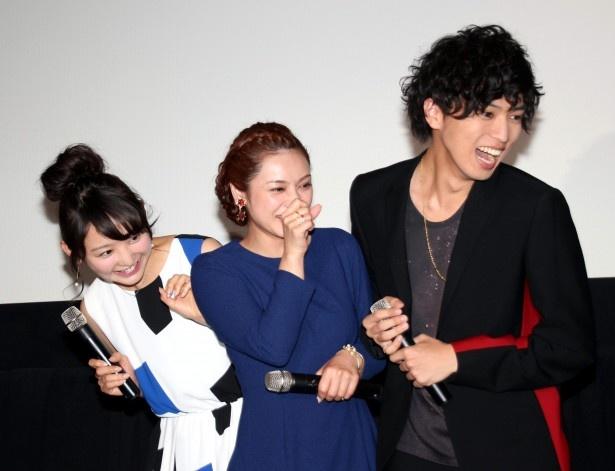 ドッキリに引っ掛かり絶叫するおのののか、平愛梨、桐山漣(写真左から)