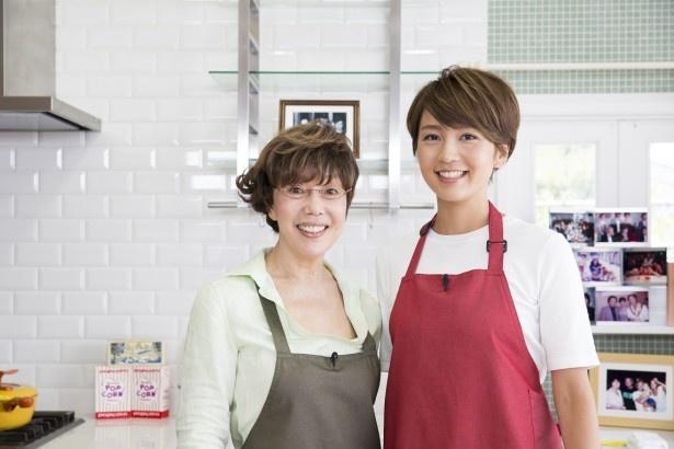料理愛好家の平野レミ(左)食育インストラクターの和田明日香(右)