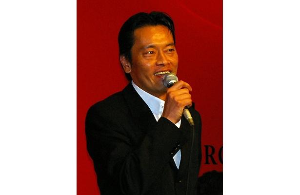 遠藤健一は終始饒舌なトークで会見を盛り上げる