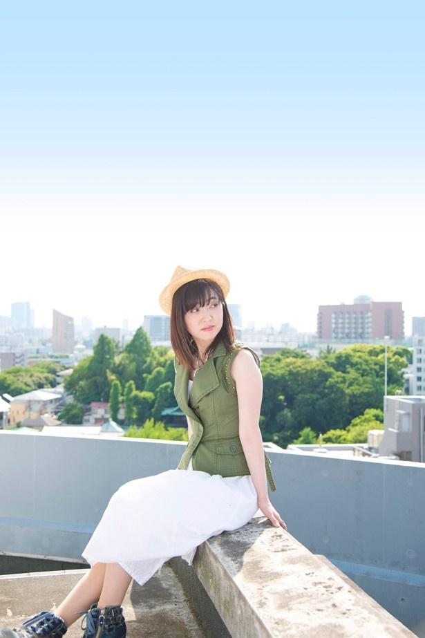 アーティストデビュー25周年を迎える林原めぐみさん。記念企画の第1弾として、初期楽曲を集めたベスト盤「タイムカプセル」をリリース