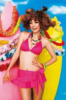 CMでは水着も披露!ピンクがかわいい