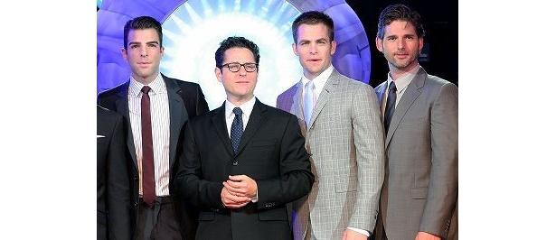 左から、ザッカリー・クイント、J.J.エイブラムス、クリス・パイン、エリック・バナ