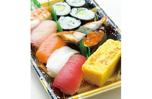 京阪百貨店の人気デパ地下グルメ「とれとれ寿司」のにぎり盛り合わせ。一折通常980円がクーポン利用で半額の490円に