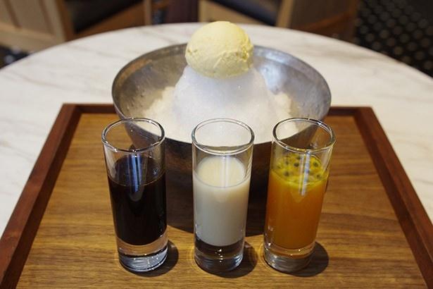 INTERSECT BY LEXUS – TOKYOの「カスタマイズかき氷」(850円)には、3種類の自家製こだわりシロップがたっぷりと用意されている