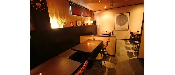 モダンな造りのカフェスペース