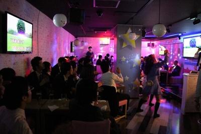 ビジネスイン ニューシティー内にあるアニソンカフェ、すた~ず@City