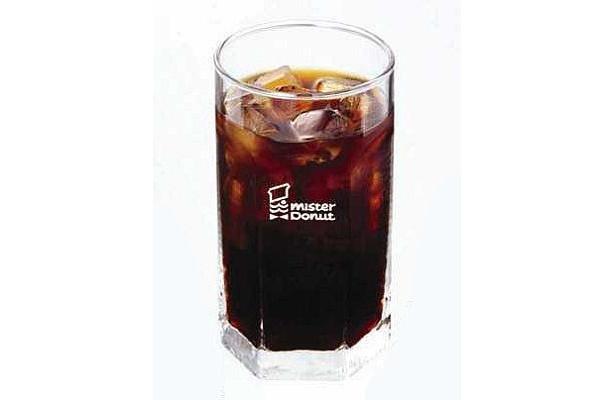 ミスドの「プレミアムアイスコーヒー」(標準価格262円)は、8/31(月)まで150円で販売中だ