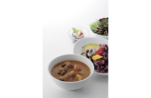 「仁丹の食養生カレー」開発のヒントにもなった薬日本堂の薬膳レストラン「10-ZEN」での人気カレー