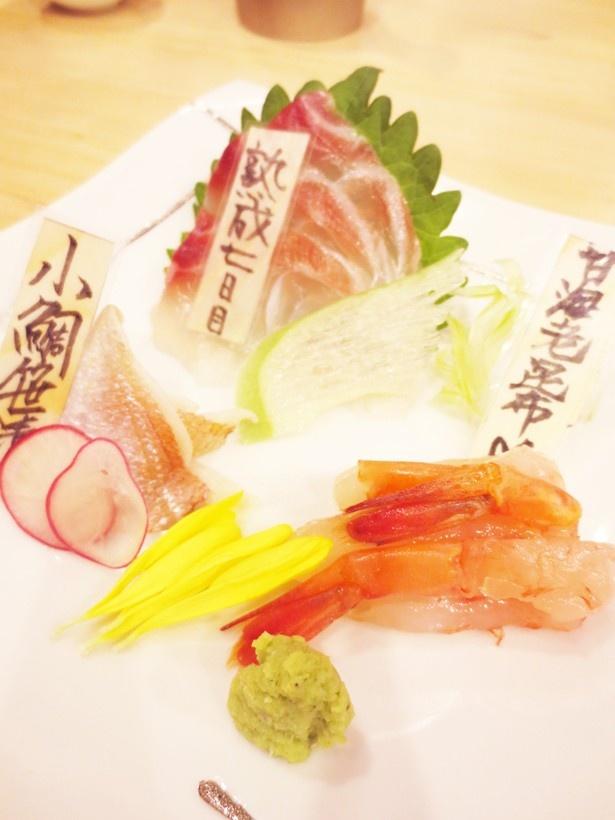 【写真を見る】「熟成魚場 福井県美浜町」の「新鮮魚と熟成魚の刺身盛り」