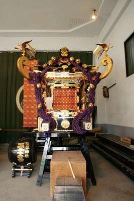 神輿「二之宮」は東部12の町会を練り歩く