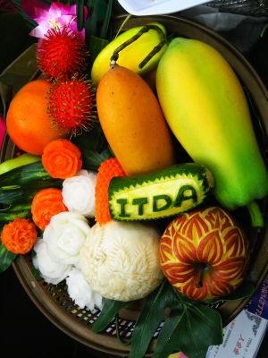タイの伝統・フルーツカービングも500円で体験可能。う、美しい〜