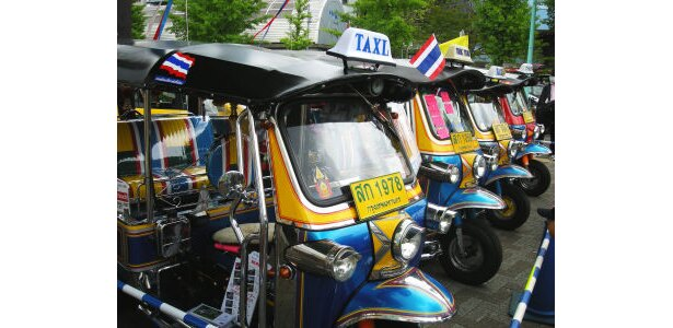 三輪タクシー・トゥクトゥクは120万円で販売。毎年完売の人気商品