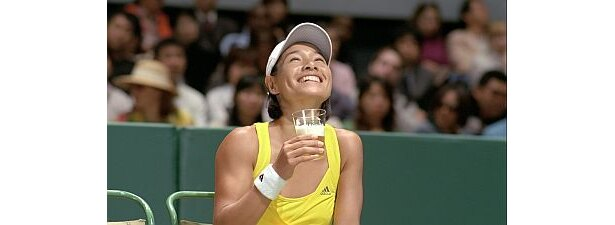 クルム伊達公子さんが登場する「テニスコート篇」