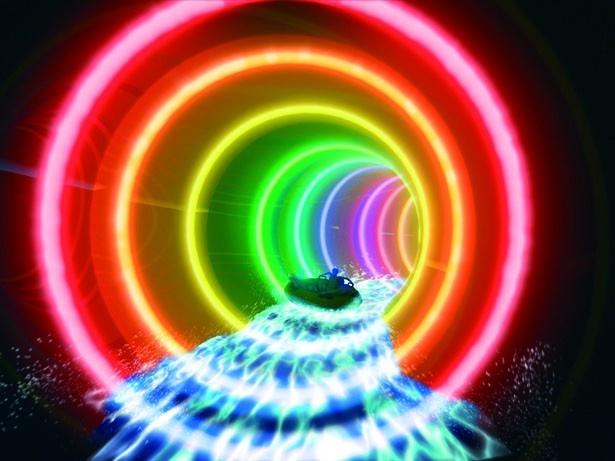 七色に輝くイルミネーションゾーン