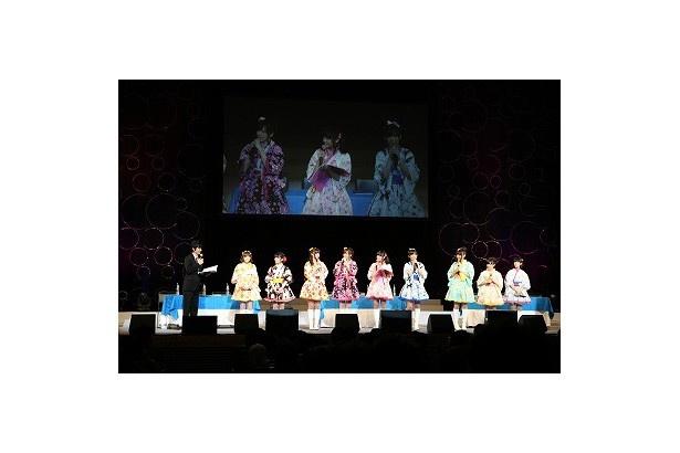 大きなホールのアイマスイベントでは初登場となった武内さんも、今回はたくさん346プロのみなさんと絡んで盛り上げました(写真は夜の部)