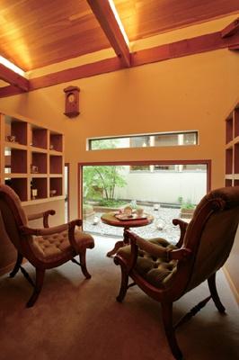 コメダ発!こだわり高級喫茶「吉茶」はすわり心地にこだわったソファーなど、高級感ある店内が特徴