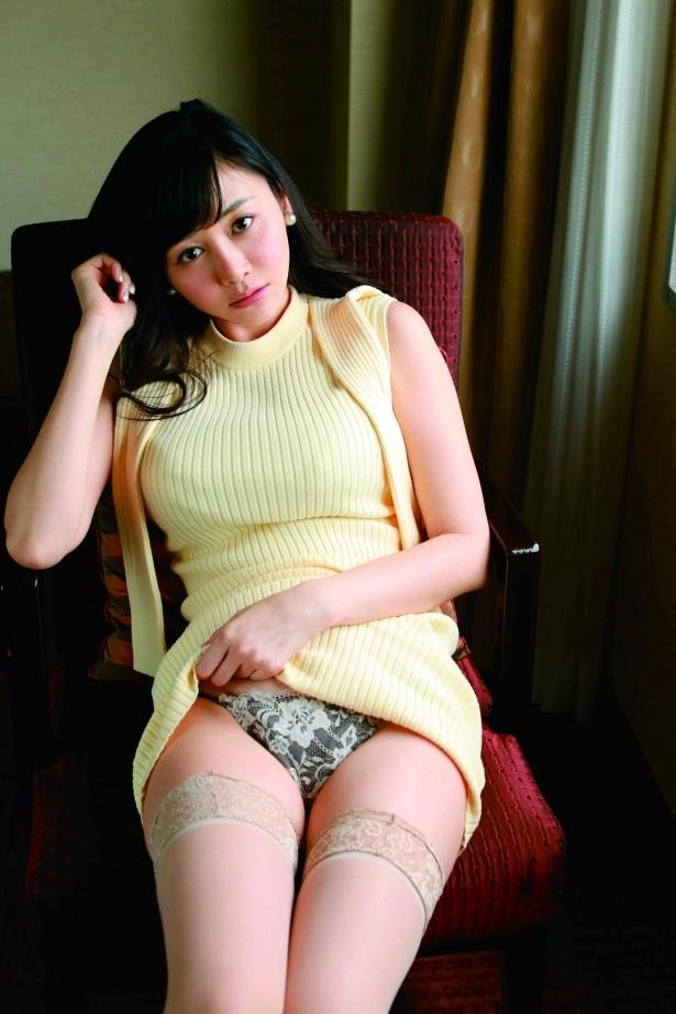 ミニスカート姿の杉原杏璃さん