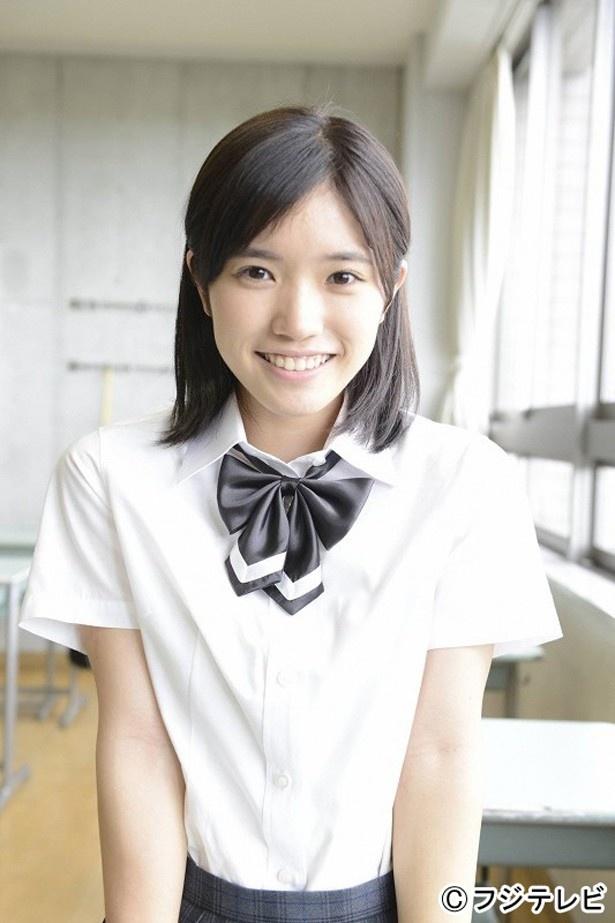 制服姿が清楚で可愛い、美山加恋。