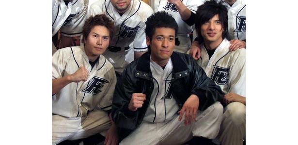 写真左から市原隼人、佐藤隆太、城田優