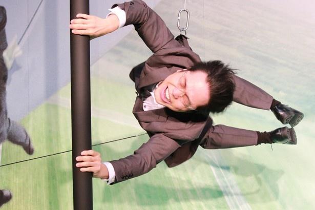 NON STYLE・井上が、イーサン・ハントの飛行機アクションシーンを体験!
