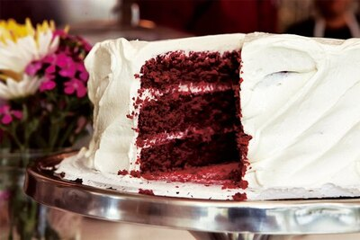 「レッドベルベットケーキ」(税抜680円)は、赤と白のコントラストが美しい