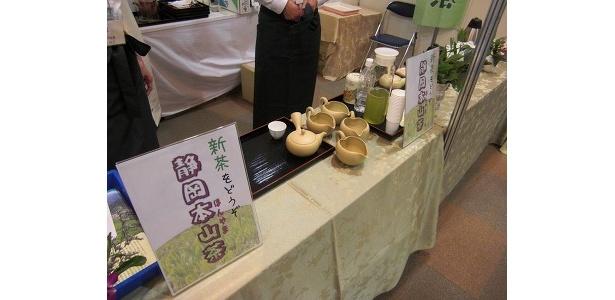 日本茶インストラクターがいれてくれるお茶を試飲できる