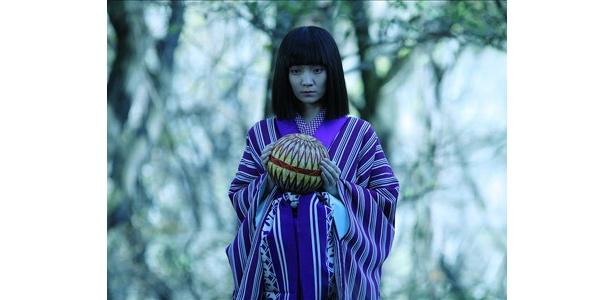 藤川は、数々の男を虜にする女郎・小菊役を熱演