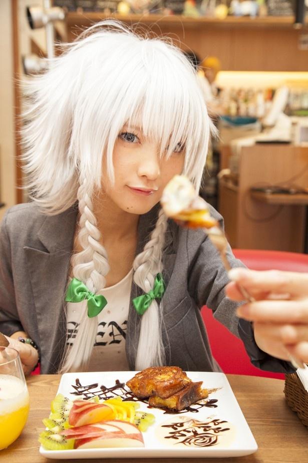 人気コスプレイヤー・火将ロシエルが食レポに挑戦!