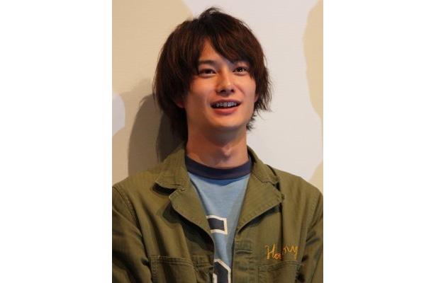 はにかんだ表情がかわいい岡田将生