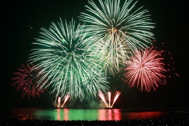 日本海側最大級の約10000発の花火が夜空を彩る