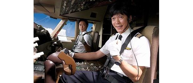 航空機の飛行に関わる人々の姿を、笑いと涙を交えて描き出す『ハッピーフライト』