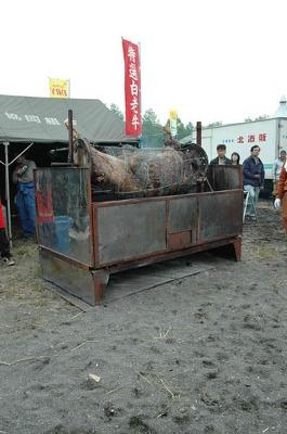 【白老】「丸焼き」は牛丸々1頭を前日から10時間以上かけてじっくり焼き上げる。余分な脂が落ち、肉そのもののうま味が楽しめる