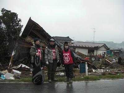 震災直後の2011年4月、井上ら声援団メンバーは陸前高田市へ炊き出しボランティアに赴いている