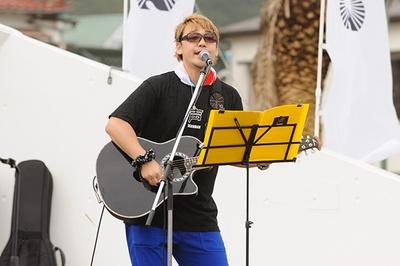 声優の勝杏里は18日のみの参加。声援団コアメンバーの一人としてギターも担当している