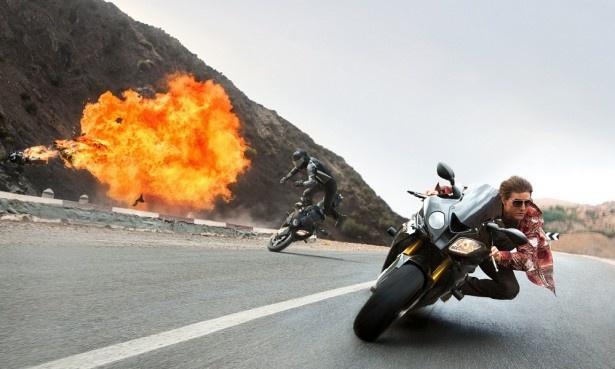ノーヘルで超高速バイクアクションに挑んだトム・クルーズ