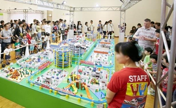 巨大ジオラマ ※写真は2015年春に実施した大阪会場(横浜会場とは展示内容が異なる)