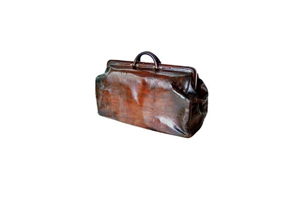 もっとも古い1890年頃の革製トラベルバッグ。 【ほか貴重なモノグラム・ヴィトンバッグのラインナップ】